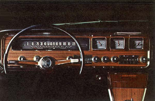1966_Pontiac_Grand_Prix_Hardtop_Coupe_1966_dash