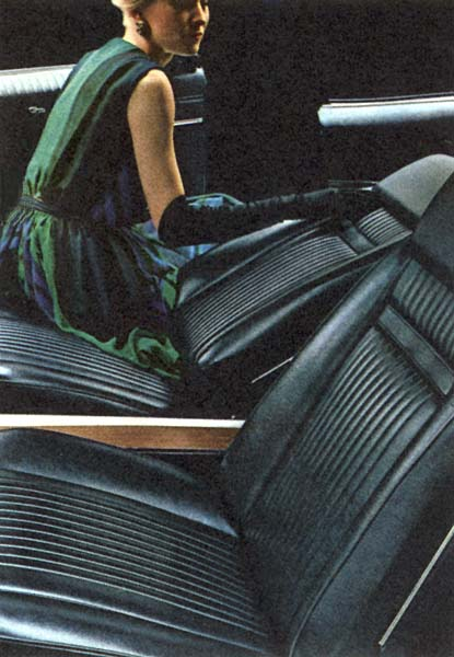 1966_Pontiac_Grand_Prix_Hardtop_Coupe_1966_seats
