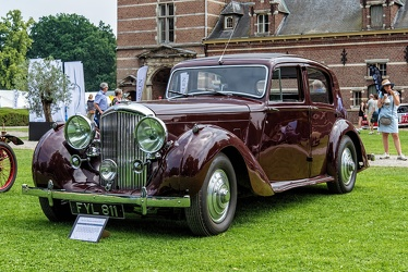 Bentley Mk V sports saloon by Park Ward 1940 fl3q