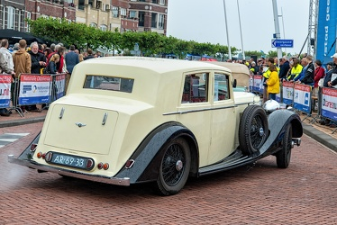 Bentley 4.25 Litre saloon by Mann Egerton 1937 r3q
