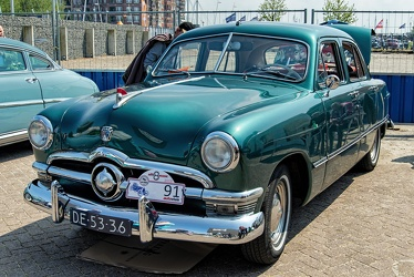 Ford DeLuxe Fordor sedan 1950 fl3q