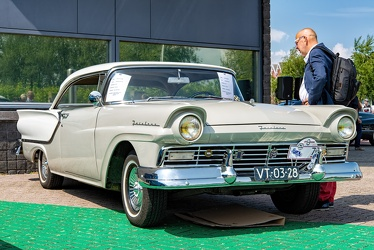 Ford Fairlane Victoria hardtop coupe 1957 fr3q