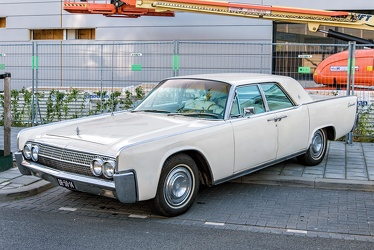 Lincoln Continental hardtop sedan 1963 fl3q