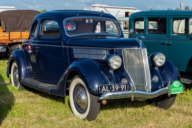 Ford V8 DeLuxe 5-window coupe 1936 fr3q