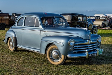 Ford V8 Super DeLuxe coupe sedan 1947 fr3q