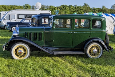 Pontiac Series 402 Six 4-door sedan 1932 side