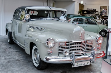 Cadillac 62 4-door sedan 1941 grey fr3q