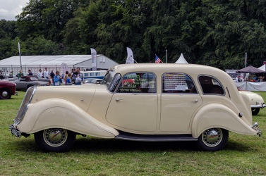 Panhard X81 Dynamic 140 limousine 1939 side