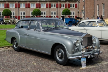 Rolls Royce Silver Dawn 6-light saloon by Ghia 1952 fr3q