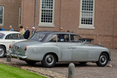 Rolls Royce Silver Dawn 6-light saloon by Ghia 1952 r3q