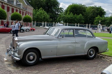 Rolls Royce Silver Dawn 6-light saloon by Ghia 1952 side