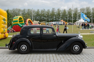 Alvis TA14 4-light saloon by Mulliner 1947 side