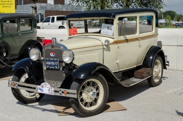 Ford Model A Tudor 1930 fl3q