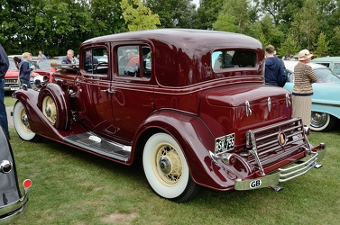 Cadillac Series 370 C V12 town sedan by Fisher 1933 r3q