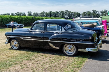 Pontiac Chieftain DeLuxe 4-door sedan 1953 r3q