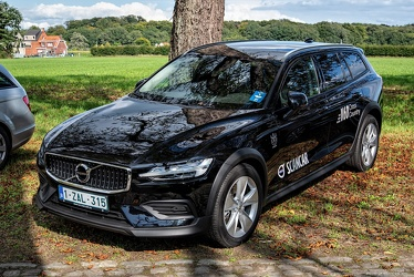 Volvo V60 Cross Country 2019 fl3q