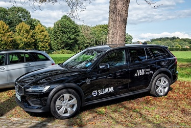 Volvo V60 Cross Country 2019 side