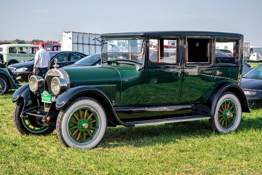 Cadillac V-63 V8 4-door sedan 1924 fl3q