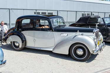 Alvis TC21 4-light saloon by Mulliner 1955 fr3q