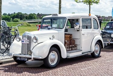Austin FX3 taxi by Carbodies 1957 fl3q