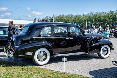 Cadillac 90 V16 7-passenger sedan by Fleetwood 1939 r3q