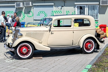 Ford V8 DeLuxe Tudor 1934 side
