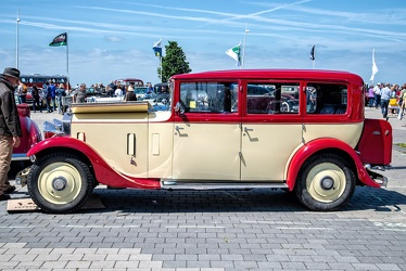 Rolls Royce 20/25 HP 6-light saloon 1932 side