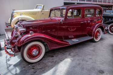Buick Series 50 4-door sedan 1933 side