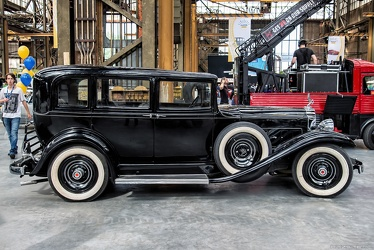 Packard 901 Standard Eight 4-door sedan 1932 side