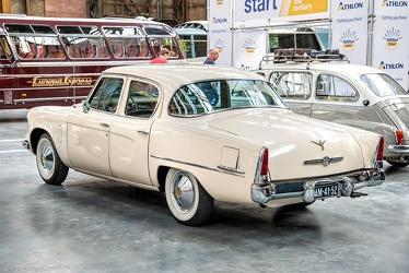 Studebaker Champion DeLuxe 4-door sedan 1954 r3q