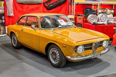 Alfa Romeo GT 1300 Junior by Bertone 1968 fr3q