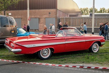 Chevrolet Impala convertible coupe 1961 r3q