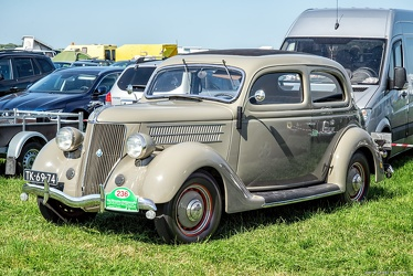 Ford V8 DeLuxe Tudor touring sedan 1936 fl3q